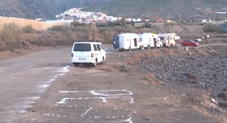 El colectivo vecinal ¨Charco de la Arena¨ realiza acciones sobre el terreno.